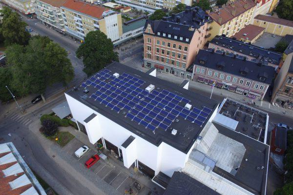 Solceller på V-Dala Nations tak i Uppsala