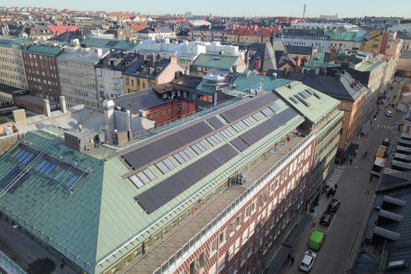 Save by Solar har installerat solceller åt SEB Trygg liv och Novi Real Estate vid Stureplan i Stockholm.