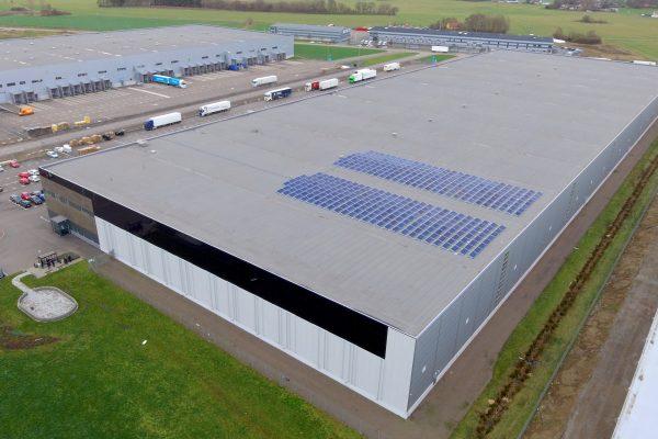 Save by Solar har installerat solceller år fastighetsbolaget Bockasjö på deras fastighet E6-terminalen i Helsingborg, där PostNord är hyresgäst.