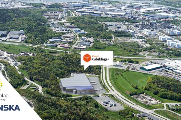 Save by Solar installerar solceller åt Skanska på deras kubiklager i Sörred utanför Göteborg